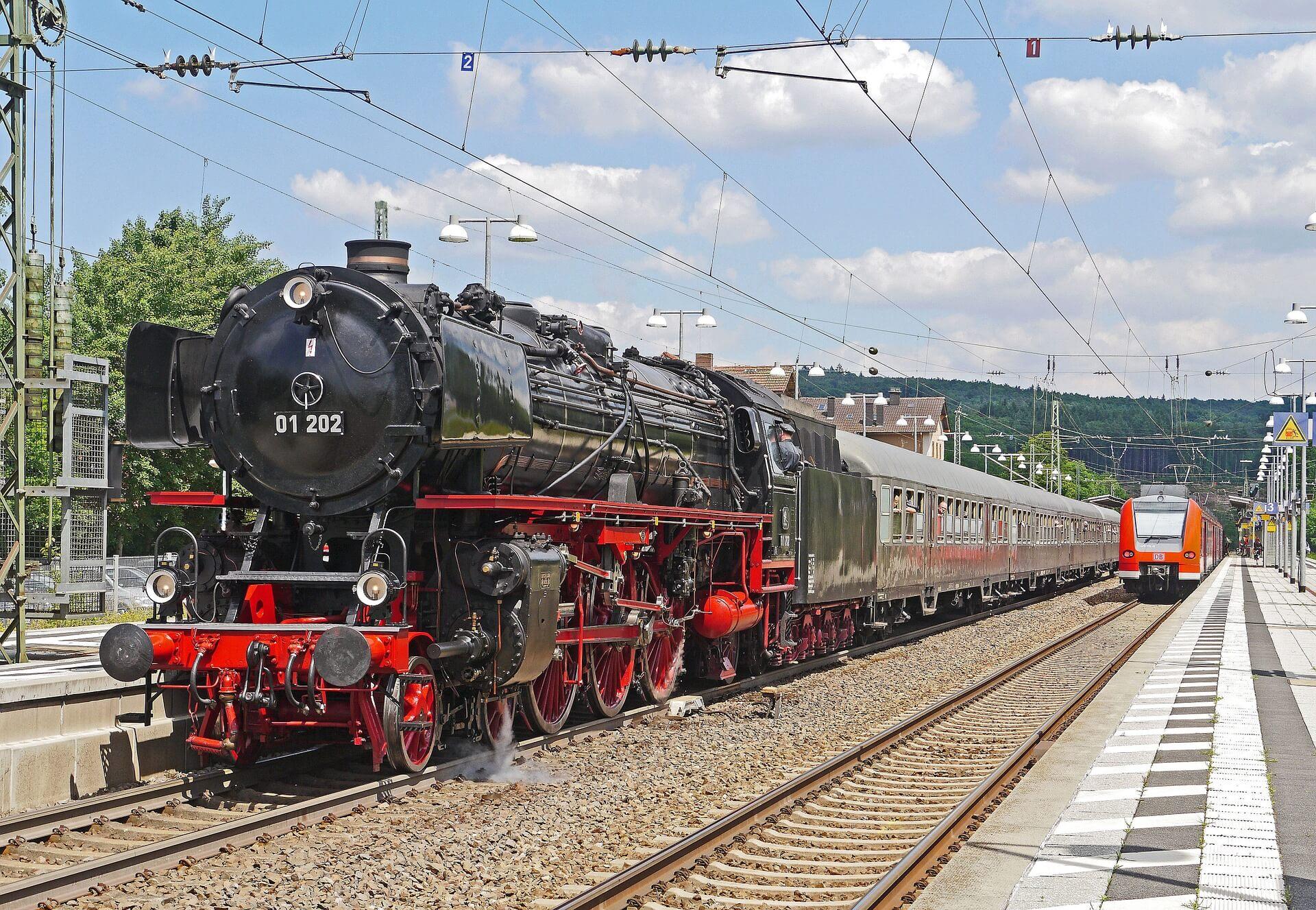 steam-locomotive-1358662_1920