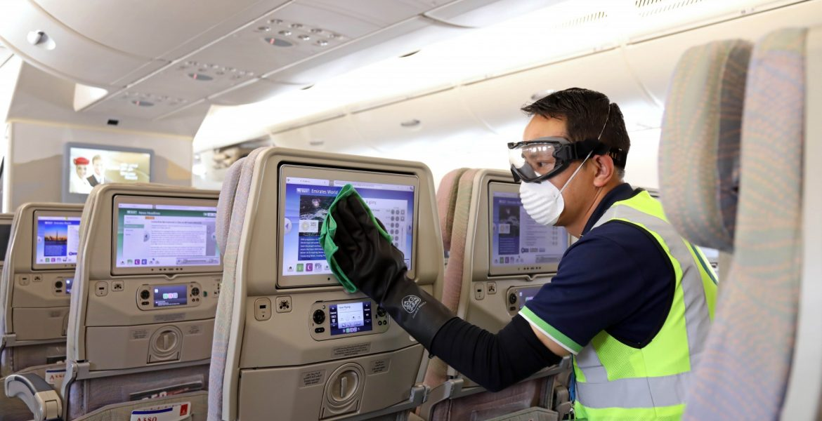 Emirates cleaning planes